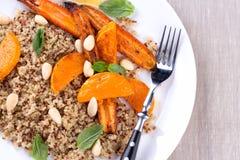 Ψημένα στη σχάρα λαχανικά με quinoa Στοκ φωτογραφία με δικαίωμα ελεύθερης χρήσης