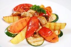 Ψημένα στη σχάρα λαχανικό και μανιτάρια στοκ φωτογραφία