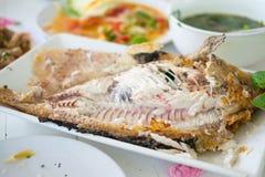 Ψημένα στη σχάρα αλάτι τοπικά τρόφιμα ψαριών στην Ταϊλάνδη Στοκ φωτογραφίες με δικαίωμα ελεύθερης χρήσης
