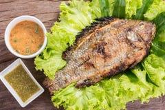 Ψημένα στη σχάρα αλάτι τοπικά τρόφιμα ψαριών της Ταϊλάνδης Στοκ Εικόνες