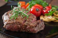ψημένα στη σχάρα βόειο κρέας λαχανικά μπριζόλας Στοκ εικόνα με δικαίωμα ελεύθερης χρήσης