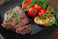 ψημένα στη σχάρα βόειο κρέας λαχανικά μπριζόλας Στοκ φωτογραφία με δικαίωμα ελεύθερης χρήσης