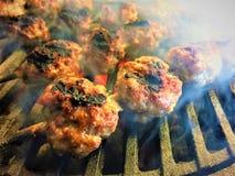 Ψημένα στη σχάρα κεφτή χοιρινού κρέατος στοκ εικόνες