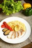 Ψημένα στη σχάρα κοτόπουλο και λαχανικά με bulgur Στοκ εικόνες με δικαίωμα ελεύθερης χρήσης