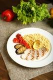 Ψημένα στη σχάρα κοτόπουλο και λαχανικά με bulgur Στοκ φωτογραφίες με δικαίωμα ελεύθερης χρήσης