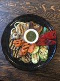 Ψημένα ψημένα στη σχάρα λαχανικά με το pesto στοκ εικόνα