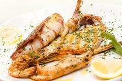 Ψημένα στη σχάρα μίγμα ψάρια Στοκ εικόνες με δικαίωμα ελεύθερης χρήσης