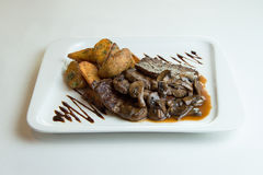 Ψημένα στη σχάρα μενταγιόν κρέατος του βόειου κρέατος Στοκ Φωτογραφίες