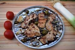 Ψημένα στη σχάρα μπριζόλα και λαχανικά χοιρινού κρέατος καυτό κρέας πιάτων Τοπ όψη Στοκ Φωτογραφίες