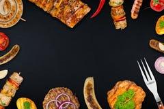 Ψημένα στη σχάρα τρόφιμα στην πλάκα Στοκ Εικόνα