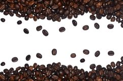 Ψημένα φασόλια καφέ ως διακοσμητικό πλαίσιο που απομονώνεται στο άσπρο υπόβαθρο Στοκ Εικόνες