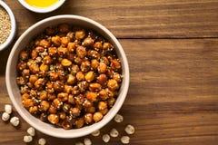 Ψημένα Chickpeas με το σουσάμι και το μέλι Στοκ Εικόνες