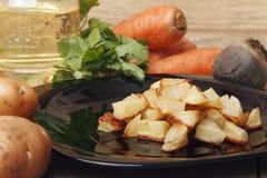 Ψημένες πατάτες για μια φυτική σαλάτα Στοκ φωτογραφία με δικαίωμα ελεύθερης χρήσης