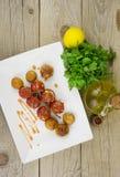 Ψημένες πατάτες και ντομάτες κερασιών με άγριο oregano Στοκ φωτογραφίες με δικαίωμα ελεύθερης χρήσης