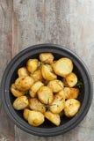 Ψημένες πατάτες με τη Rosemary Στοκ Εικόνα