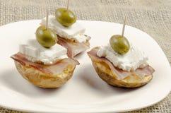 Ψημένες πατάτες με το μπέϊκον και το τυρί Στοκ Φωτογραφίες