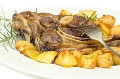 Ψημένες πρόβειο κρέας και πατάτες στοκ φωτογραφία