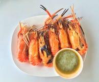 Ψημένες στη σχάρα γαρίδες με τη σάλτσα θαλασσινών Στοκ Εικόνα
