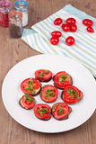 Ψημένες στη σχάρα μελιτζάνες με τις ντομάτες Στοκ Εικόνες