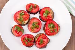 Ψημένες στη σχάρα μελιτζάνες με τις ντομάτες Στοκ φωτογραφία με δικαίωμα ελεύθερης χρήσης