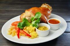 Ψημένη άρθρωση χοιρινού κρέατος με το sause Στοκ Εικόνες