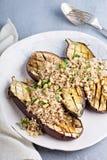 Ψημένη μελιτζάνα με quinoa Στοκ Εικόνες