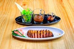 Ψημένη πάπια με τη σαλάτα και το ρύζι Στοκ εικόνες με δικαίωμα ελεύθερης χρήσης