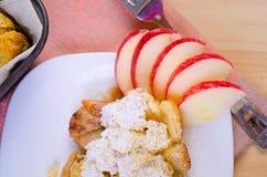 Ψημένη πουτίγκα με τα μήλα Στοκ Εικόνα