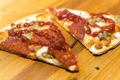 ψημένη πρόσφατα πίτσα Στοκ Εικόνες