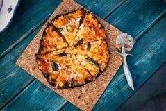 Ψημένη πυρκαγιά πίτσα marguerita στοκ εικόνες