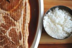 ψημένη στη σχάρα βόειο κρέας φέτα ρυζιού Στοκ εικόνες με δικαίωμα ελεύθερης χρήσης