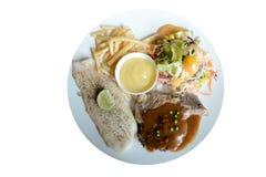 Ψημένη στη σχάρα μπριζόλα χοιρινού κρέατος και ψημένη μπριζόλα ψαριών Στοκ εικόνα με δικαίωμα ελεύθερης χρήσης