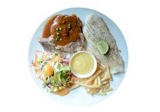Ψημένη στη σχάρα μπριζόλα χοιρινού κρέατος και ψημένη μπριζόλα ψαριών Στοκ φωτογραφία με δικαίωμα ελεύθερης χρήσης