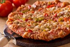 Ψημένη στη σχάρα πίτσα κοτόπουλου Στοκ εικόνα με δικαίωμα ελεύθερης χρήσης