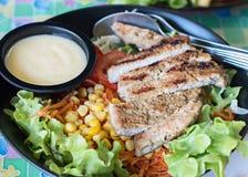 Ψημένη στη σχάρα σαλάτα χοιρινού κρέατος Στοκ Εικόνα