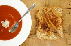 ψημένη στη σχάρα τυρί ντομάτα &sig Στοκ φωτογραφία με δικαίωμα ελεύθερης χρήσης