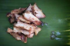Ψημένη ψημένη στη σχάρα χοιρινό κρέας φέτα κρέατος Ταϊλανδικά τρόφιμα ύφους στοκ φωτογραφία με δικαίωμα ελεύθερης χρήσης