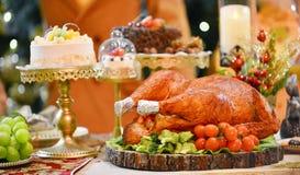 ψημένη Τουρκία τα Χριστούγεννα διακοσμούν τις φρέσκες βασικές ιδέες γευμάτων Στοκ Φωτογραφίες