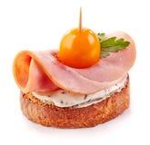 Ψημένη φέτα ψωμιού με το ζαμπόν και την ντομάτα Στοκ εικόνες με δικαίωμα ελεύθερης χρήσης