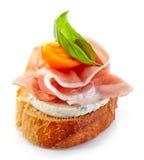 Ψημένη φέτα ψωμιού με το καπνισμένο ζαμπόν στοκ εικόνες