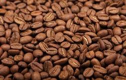 Ψημένη Arabica υψηλή γωνία υποβάθρου φασολιών καφέ Στοκ Φωτογραφία