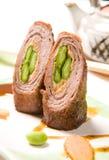 Ψημένοι ρόλοι κρέατος χοιρινού κρέατος με το φυστίκι στοκ εικόνες