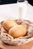 Ψημένοι ρόλοι γευμάτων με το γάλα Στοκ εικόνα με δικαίωμα ελεύθερης χρήσης