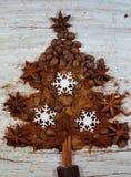 Ψημένος καφές, έδαφος, φασόλια και στιγμιαίος καφές με μορφή του χριστουγεννιάτικου δέντρου στοκ φωτογραφία με δικαίωμα ελεύθερης χρήσης