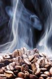 Ψημένος καφές στο κάθετο πλαίσιο Στοκ Φωτογραφίες