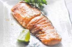 ψημένος στη σχάρα σολομός, σολομός ή χάρη Yaki στα ιαπωνικά τρόφιμα Στοκ Εικόνες