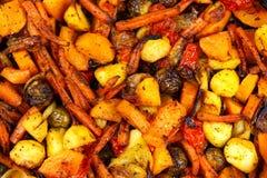 Ψημένος στο μίγμα φούρνων των λαχανικών κορυφαία όψη στοκ εικόνες