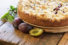 ψημένο δαμάσκηνο κέικ πρόσφ&alph Στοκ φωτογραφία με δικαίωμα ελεύθερης χρήσης