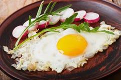 Ψημένο αυγό με τα κρεμμύδια Στοκ Εικόνες