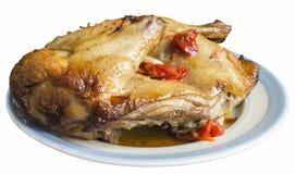 Ψημένο κρέας της κότας στο πιάτο στον πίνακα στοκ φωτογραφία με δικαίωμα ελεύθερης χρήσης